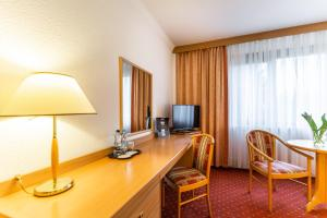 A television and/or entertainment centre at Hotel Solny
