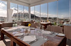 מסעדה או מקום אחר לאכול בו ב-Elia Ermou Athens Hotel