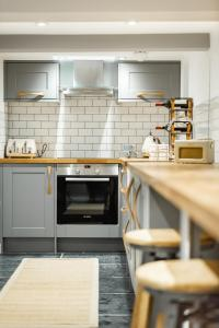 A kitchen or kitchenette at Manor House Lindley