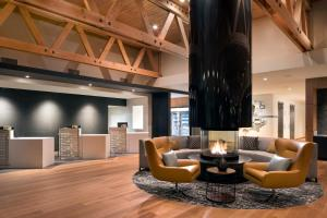 A seating area at Residence Inn by Marriott Redwood City San Carlos