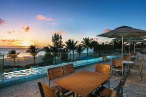 Het zwembad bij of vlak bij Marenas Beach Resort