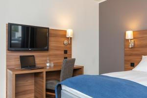 A bed or beds in a room at Thon Hotel Backlund