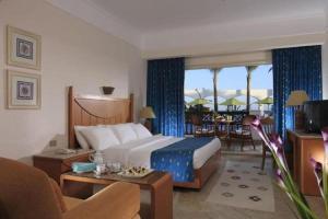 Een zitgedeelte bij Coral Beach Resort Montazah (Ex. Rotana)
