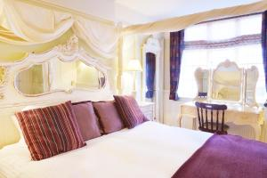 A bed or beds in a room at The Griffin Inn