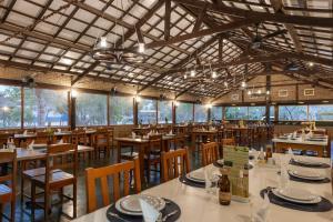 Um restaurante ou outro lugar para comer em Pousada Rio Claro