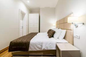 A bed or beds in a room at Lanterna Rooms City Center