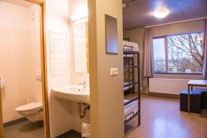 A bathroom at Dalur - HI Hostel