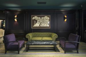 A seating area at Emperador Hotel Buenos Aires