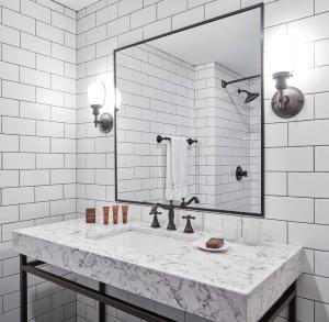 A bathroom at The Metcalfe Hotel