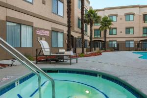 The swimming pool at or near DoubleTree Suites by Hilton Hotel Sacramento – Rancho Cordova