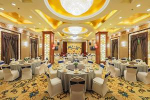 A restaurant or other place to eat at Anting Villa Hotel