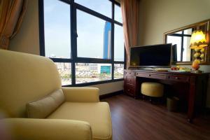 Гостиная зона в Mercure Grand Hotel Seef / All Suites
