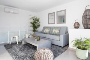 A seating area at Sitges Group Blue&White