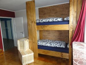 A bunk bed or bunk beds in a room at Peanuts Hostel & Meer