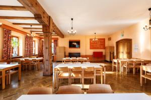 A restaurant or other place to eat at Jugendherberge Regensburg