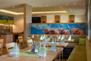 A restaurant or other place to eat at Gasthof Ochnerbauer