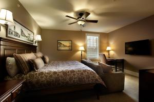 A bed or beds in a room at Grant Street Inn - Bloomington