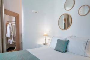 Un ou plusieurs lits dans un hébergement de l'établissement Colours of Mykonos Luxury Residences & Suites