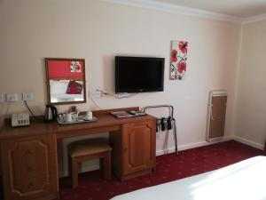 A television and/or entertainment center at Corn Mill Lodge Hotel