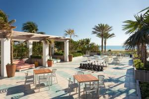 A restaurant or other place to eat at Marriott Stanton South Beach