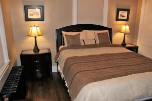 A bed or beds in a room at NYC Hideaway