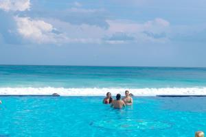 Piscina en o cerca de BSEA Cancun Plaza Hotel