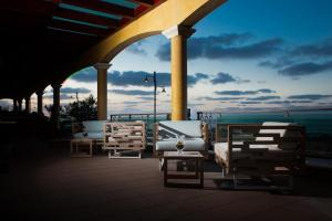 A restaurant or other place to eat at Hotel & SPA Riviera Castelsardo