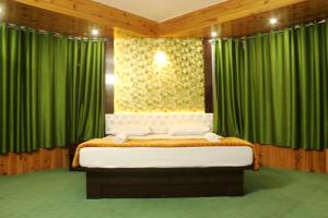 A bed or beds in a room at Hotel Paradiso