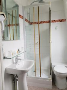 A bathroom at Le Napoleon