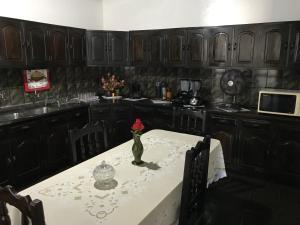 A restaurant or other place to eat at Casa Santana do Paraíso
