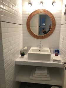 A bathroom at Chabanon