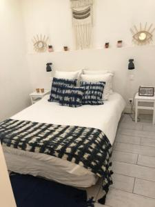 A bed or beds in a room at Chabanon