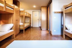 A bunk bed or bunk beds in a room at Jugendherberge Garmisch-Partenkirchen