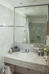 Ein Badezimmer in der Unterkunft KEMPE Komfort Hotel