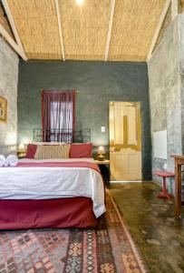 A bed or beds in a room at KammaFrans Guesthouse