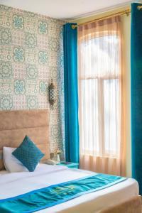 Cama ou camas em um quarto em Sahil inn Hotel (Formula 1 view)