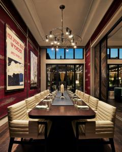 A restaurant or other place to eat at Sophy Hyde Park