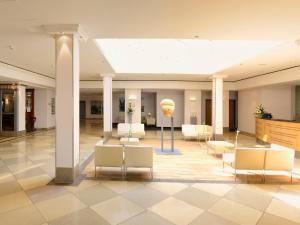 The lobby or reception area at Hotel Kaiserin Augusta