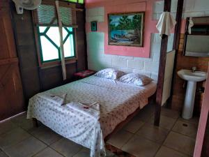 A bed or beds in a room at Hostal Capurgana