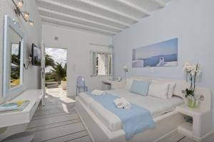A bed or beds in a room at Anemoessa Boutique Hotel Mykonos