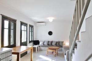 Area soggiorno di Cycladic Maisonette