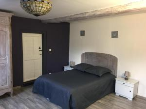 """A bed or beds in a room at Gîte alsacien """"au HEIMBACH"""" 8 pers ,classé 3 étoiles"""