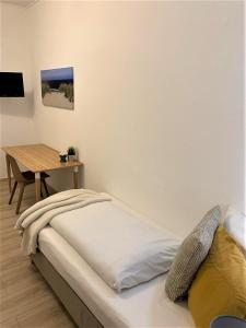 Кровать или кровати в номере Hotel zum Adler