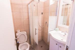A bathroom at Elis Boutique Hotel