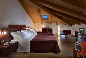 A bed or beds in a room at Annia Park Hotel Venice Airport