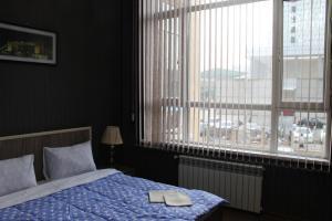 Cama ou camas em um quarto em 28 mall apartament