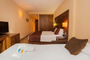 A bed or beds in a room at Magic Ski