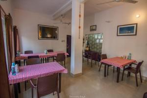 A restaurant or other place to eat at Iora Guest House