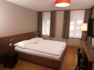 Ein Bett oder Betten in einem Zimmer der Unterkunft Hotel Bären