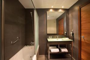 A bathroom at F&G Logroño